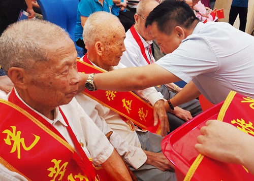 无锡、连云港两地三养老院同庆中国共产党百年华诞-第3张图片-护理院|养老院|老年公寓|无锡养老平台